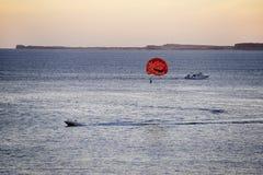 在日落的帆伞运动 库存图片