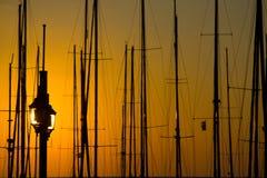 在日落的帆柱 库存图片