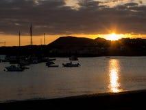 在日落的帆船剪影 免版税图库摄影