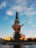 在日落的彼得大帝纪念碑在莫斯科河,莫斯科,拉斯 库存图片