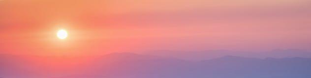 在日落的惊人的全景山风景 库存照片