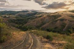 在日落的意大利小山 免版税库存照片