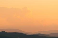 在日落的托斯坎小山 免版税库存图片