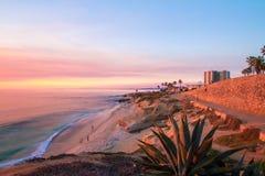 在日落的拉霍亚海滩 免版税库存图片