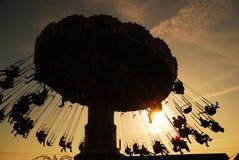 在日落的摇摆乘驾 免版税库存照片