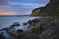 在日落的斯洛文尼亚海岸在Izola,斯洛文尼亚 免版税图库摄影