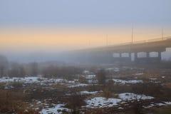 在日落的春天雾 免版税库存照片