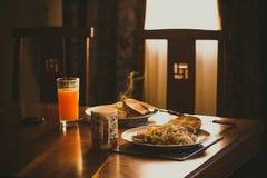 在日落的晚餐 免版税库存照片