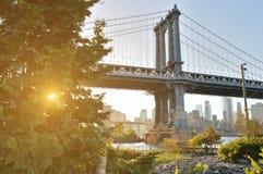 在日落的曼哈顿桥梁 免版税图库摄影