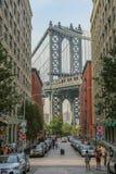 在日落的曼哈顿桥梁 免版税库存照片