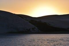 在日落的最大的沙丘从在星期天河附近的南非在Addo大象附近的科尔切斯特停放 库存照片