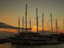 在日落的木小船 库存图片