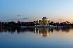 在日落的杰斐逊纪念品 免版税库存照片