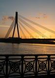 在日落的桥梁,里加 免版税库存照片