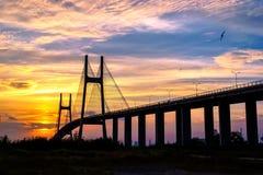 在日落的桥梁 库存照片