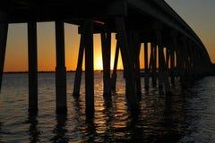 在日落的桥梁 免版税图库摄影