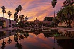 在日落的植物的大厦在巴波亚公园,圣地亚哥,加州 库存图片
