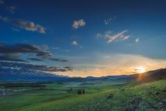 在日落的横向 山 免版税库存照片