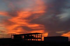 在日落的橙色日落 免版税库存照片