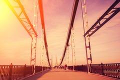 在日落的步行桥 库存图片