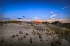 在日落的沙丘 免版税库存照片