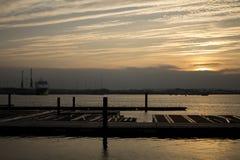 在日落的河测试南安普敦 免版税图库摄影