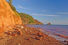 在日落的沿海峭壁 库存照片