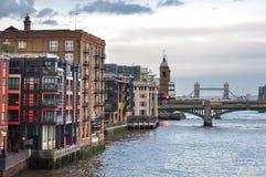 在日落的泰晤士河和塔桥梁,伦敦,英国 库存图片