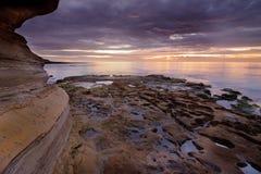 在日落的浪潮水池 免版税图库摄影