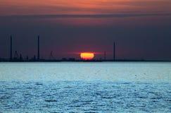 在日落的海岸 免版税图库摄影