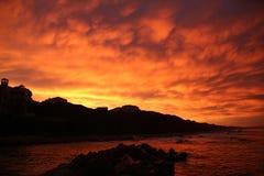 在日落的海岸 免版税库存照片