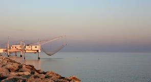 在日落的海景与蓝天 免版税库存图片