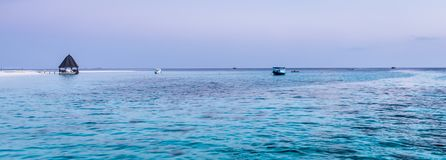 在日落的海洋 Angaga 库存图片