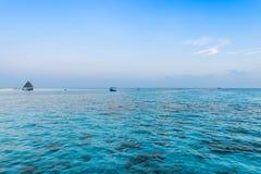在日落的海洋 Angaga 免版税库存图片