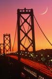 在日落的海湾桥梁,旧金山,加州 免版税库存图片