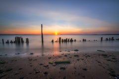 在日落的海湾 图库摄影