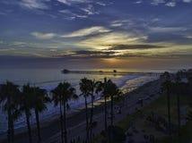 在日落的海边码头 库存图片