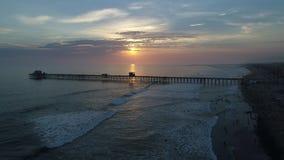 在日落的海边码头 股票录像
