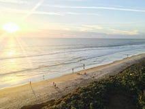 在日落的海边,卡尔斯巴德,加利福尼亚美国 免版税库存照片