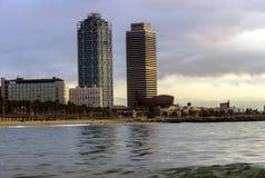 在日落的海滩 巴塞罗那 西班牙 库存图片