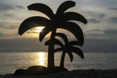 在日落的海滩用在椰子 库存照片