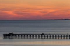 在日落的海洋码头 免版税库存照片
