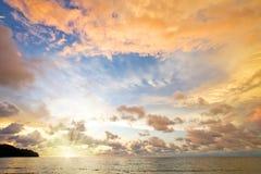 在日落的海洋 库存图片