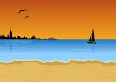 在日落的海滩 免版税库存图片