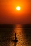 在日落的海洋 免版税库存图片