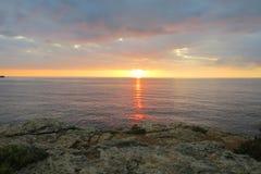 在日落的海洋 免版税库存照片
