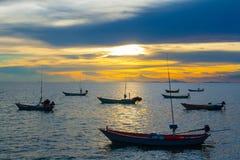 在日落的渔船 免版税库存照片