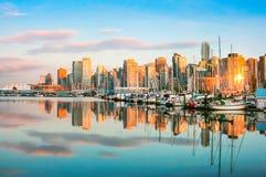 在日落的温哥华地平线, BC,加拿大 免版税库存照片