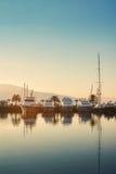 在日落的游艇在波尔图黑山 免版税库存图片