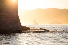 在日落的游艇 图库摄影